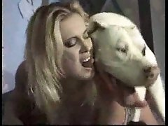 Doggy gets ultimate pleasure with blondie